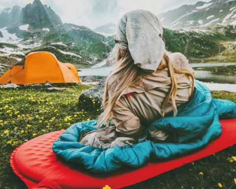 How Much Should a Sleeping Bag Weigh for Backpacking